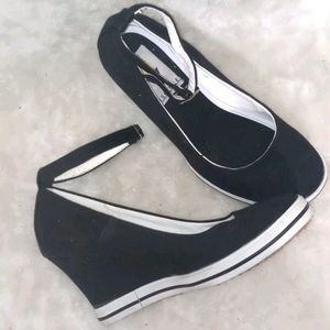 Voltaire black ankle strap round toe wedge 7.5